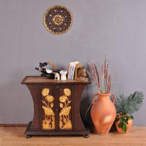 khắc gỗ hoa mẫu đơn tròn treo tường.