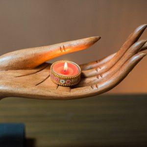 khắc gỗ đôi tay phật.